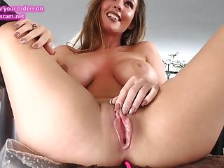 LONELY CAM GIRL SQUIRTS - HOT SOLO