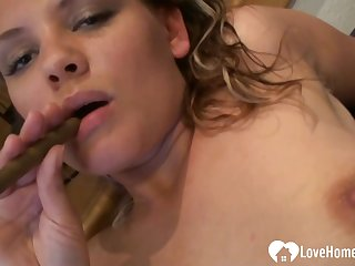 Blond Hair Lady babe love to beat off so hard