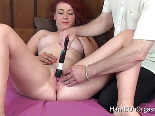 Lucky Camera Man Gets Babe Really Wet And Makes Her Cum Hard
