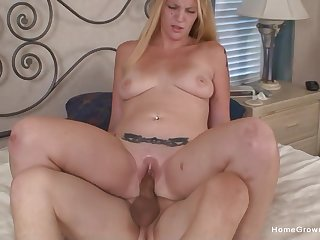 Homemade video of an amateur blonde receiving cum in mouth